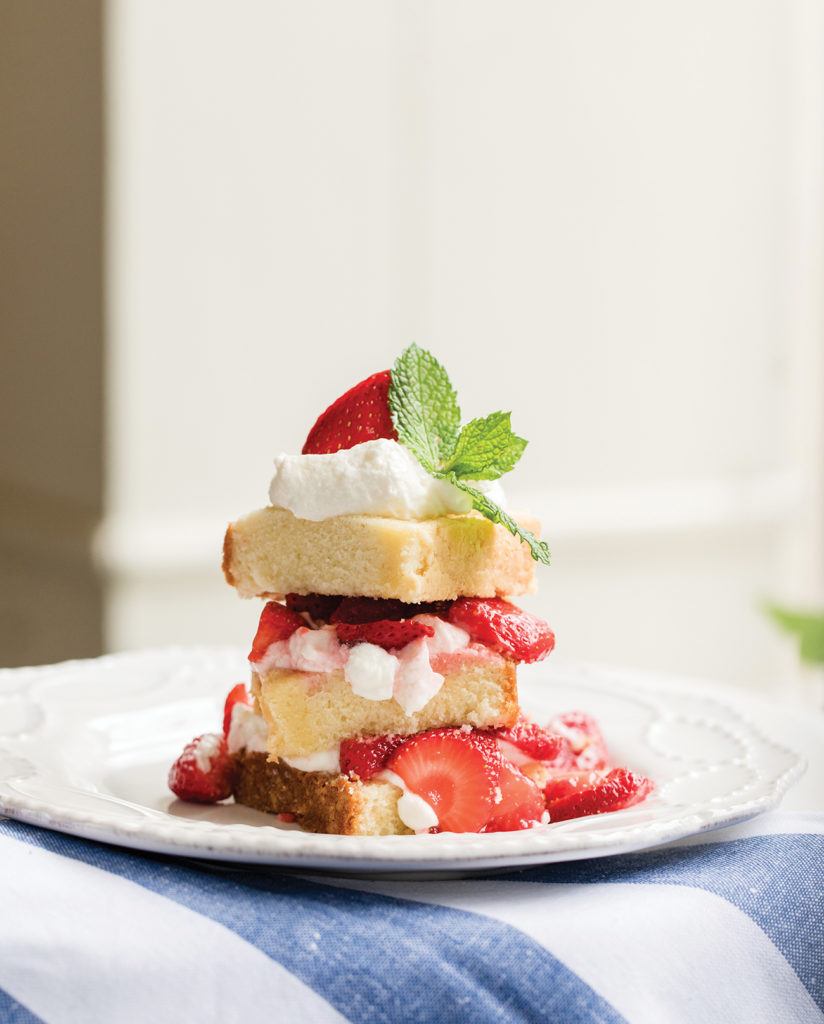 Pound cake with whipped cream and strawberries
